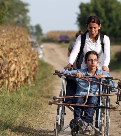 Il coraggio di Nujeen Mustafa: seimila km sulla sedia a rotelle