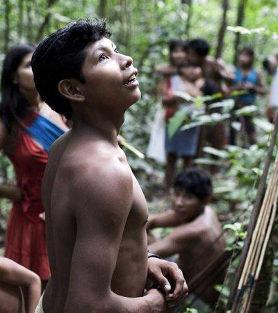 In Amazzonia la tribù Awà allatta gli animali