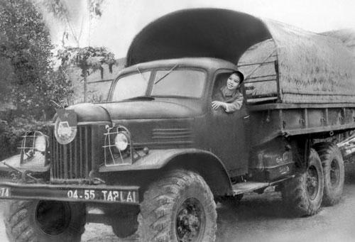 donna alla guida sulla Hố Chì Minh Trail