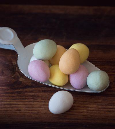 Tre dolci con il cioccolato delle uova di Pasqua avanzate