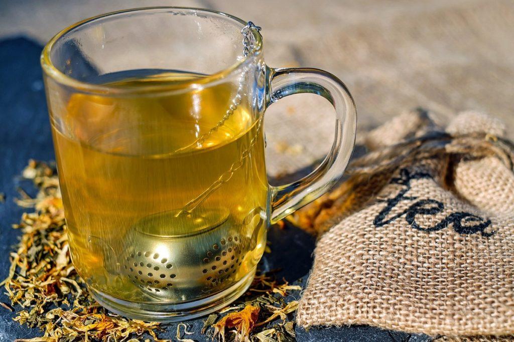 tè infuso bicchiere