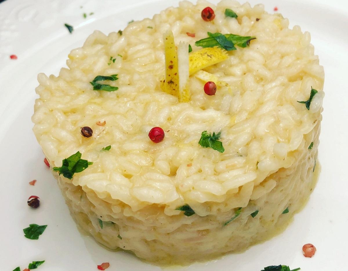 piatto di risotto al limone