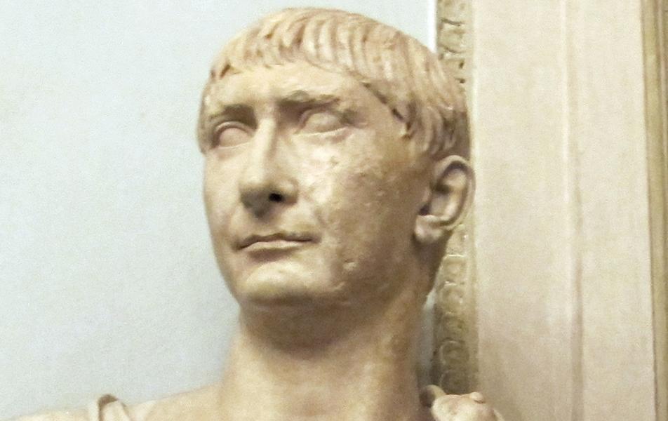 traiano imperatore statua