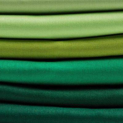 Cinque motivi per scegliere un abito da lavoro fatto con tessuti green